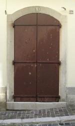Portone di casa Mauriello in Corso Mazzini