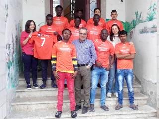 I giovani del Centro S.P.R.A.R. e le magliette donate da Peppino Cassese
