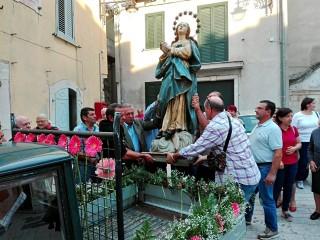 La statua dell'Immacolata lascia l'ex Asilo Infantile