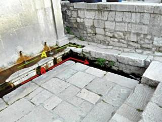 La fontana di Piazza Umberto I con l'indicazione degli scarichi