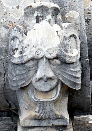 Mascherone, lato destro, Fontana dell'Episcopio