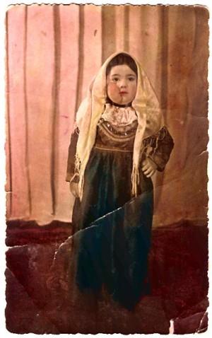 """Un maschietto vestito da """"pacchianella"""" (foto primi anni '50)"""