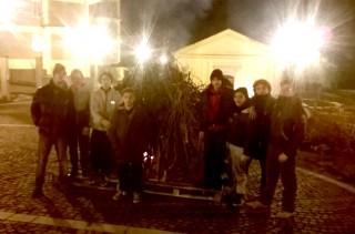 Pronti ad accendere il fuoco (vicino alla chiesa del Purgatorio)