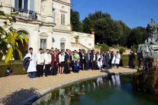 Il gruppo dell'Istituto Mafficci di Calitri davanti alla Villa Doria Pamphilj