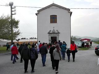 La processione davanti alla chiesa dell'Incoronata