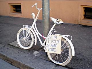 Una delle tante ghost bike che si trovano su Internet