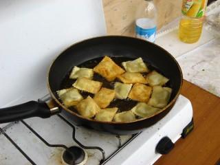 I calzoncelli in fase di frittura